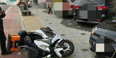 (영상)주차장에서 큰길로 진입하다 인도주행 오토바이와 접촉사고 났습니다.